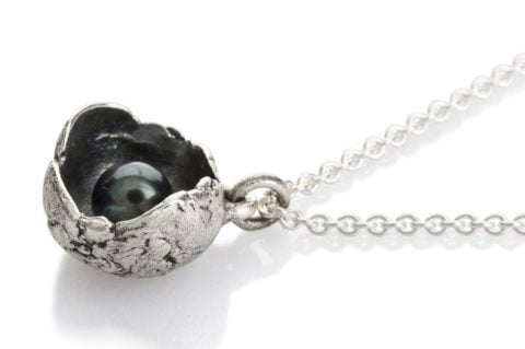 Waterlily Necklace Silver Black Pearl Large