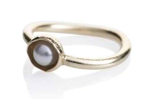 Waterlily Ring Gold White Pearl Embrace